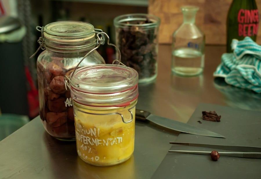Barattoli di prodotti fermentati da Scarto