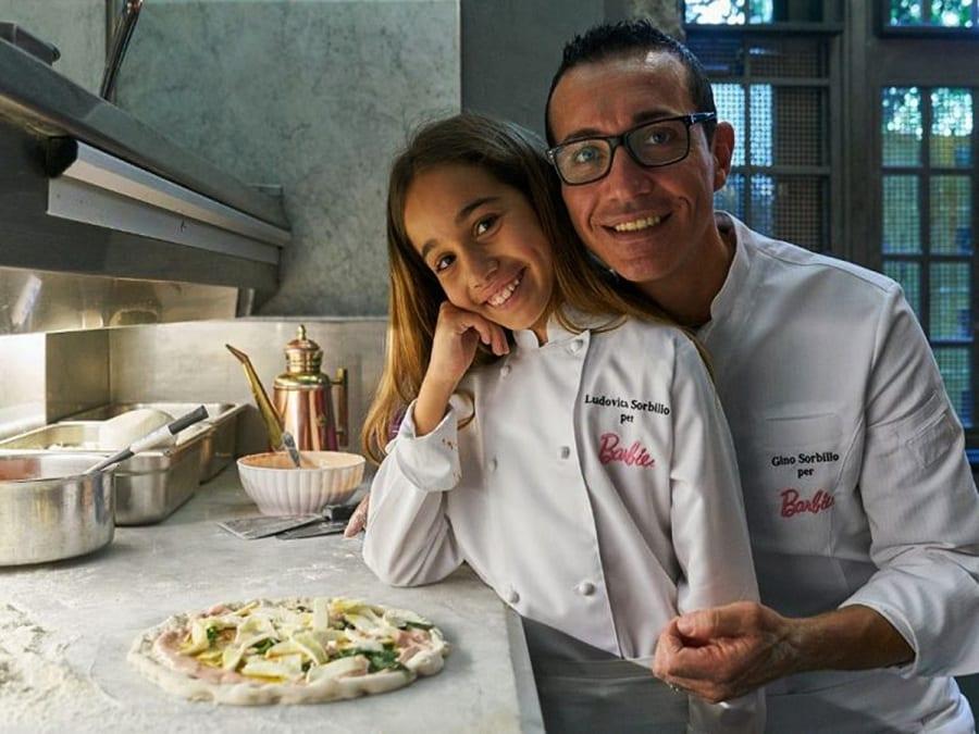 Ludovica e Gino Sorbillo con la pizza