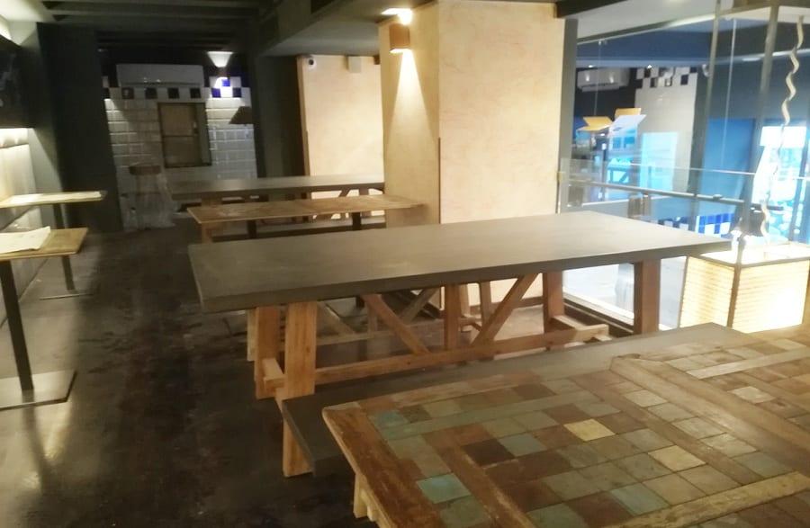 I tavoli in legno da Lievito Madre a Roma