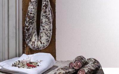 susianella su piano in pietra e appesa alla parete