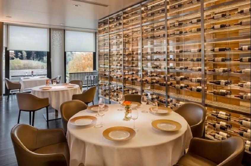La sala del ristorante Le Berceau Des Sens