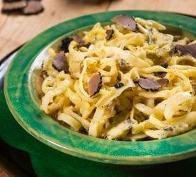 Tartufara: pasta con uova e tartufo