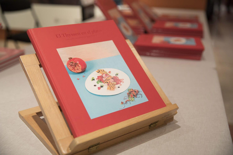 la copertina rossa del libro El Thyssen en el plato