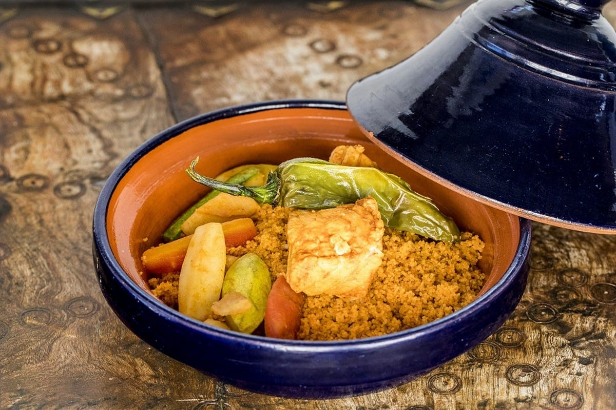 Cous cous con pesce e verdure servito all'hotel-ristorante La Villa Bleue a Sidi Bou Said