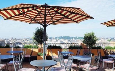 La terrazza del bar Cielo all'Hotel de la Ville