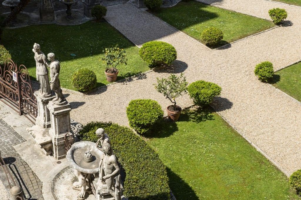 La vista sui giardini di palazzo Borghese