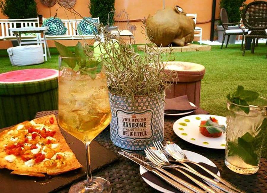 Aperitivo nel dehors di ViVo - Vincenzo Vottero Taste Lab a Bologna